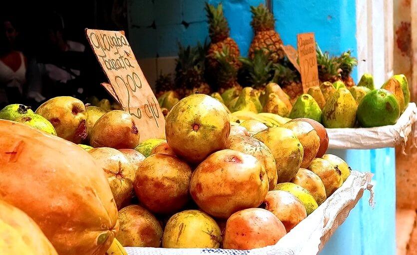 фрукты на кубе