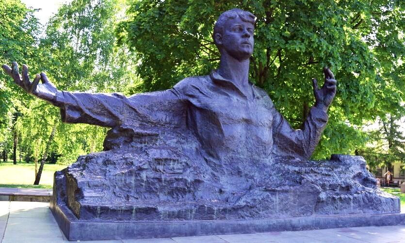 памятник есенину в рязани фото
