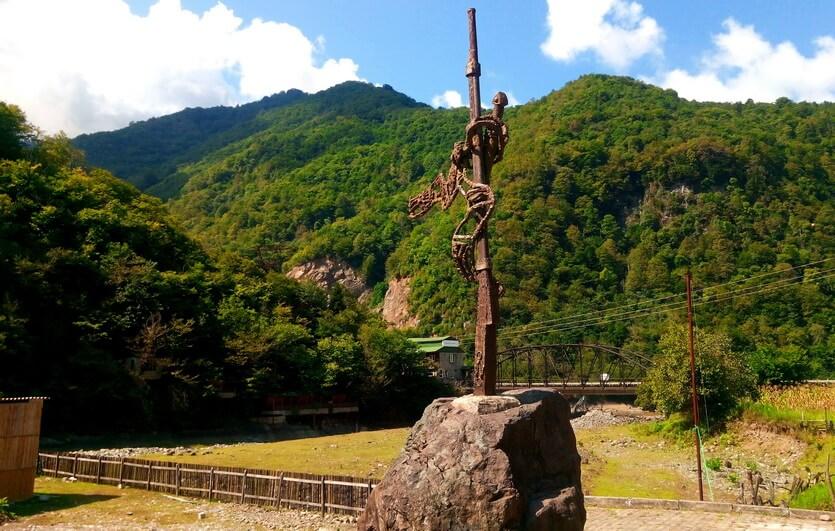памятник ружью в мачахеле