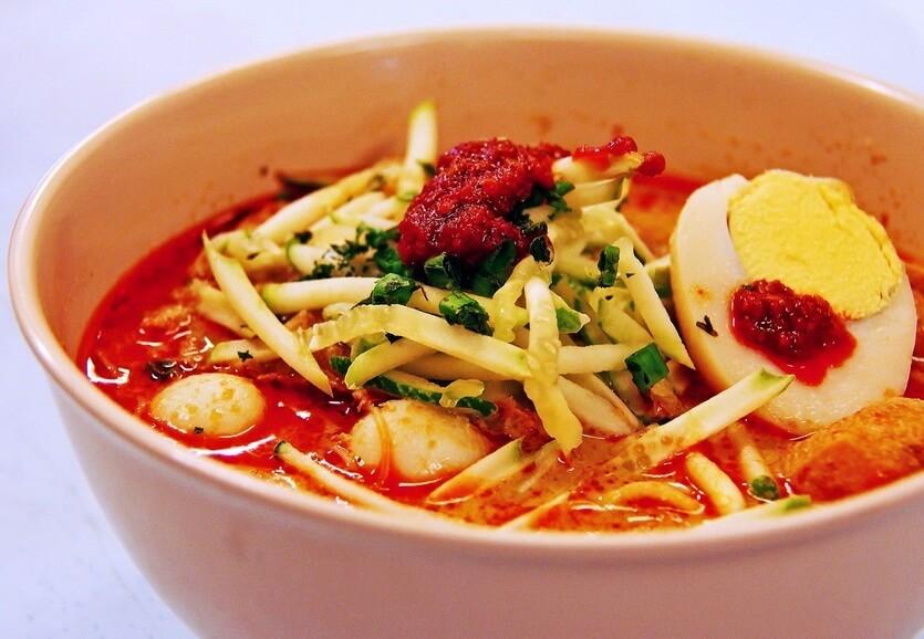 лакса индонезийская кухня
