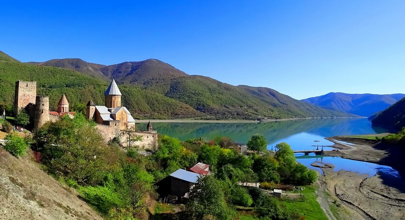 крепость ананури казбеги