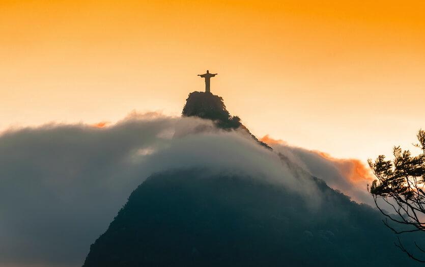 статуя иисуса в рио